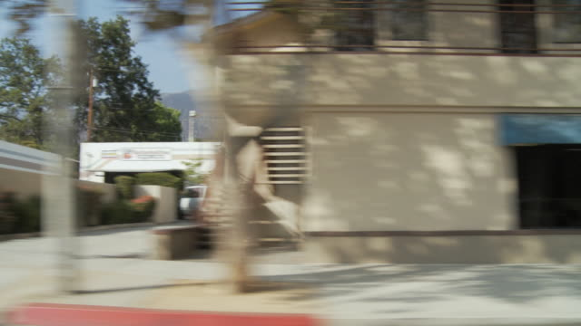 stockvideo's en b-roll-footage met ws pov vehicle moving in commercial district / sierra madre, california, usa  - sierra madre