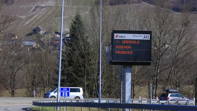 vehicles arrive at the chignin tollgate near chambery on the a43 highway, leading to the french alps ski resorts on february 22, 2020 in les marches,... - skiurlaub stock-videos und b-roll-filmmaterial
