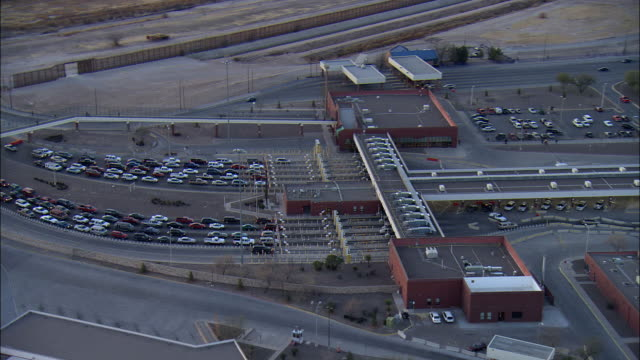 aerial vehicles at checkpoints at us-mexican border, el paso, texas, usa - zoll und einwanderungskontrolle stock-videos und b-roll-filmmaterial