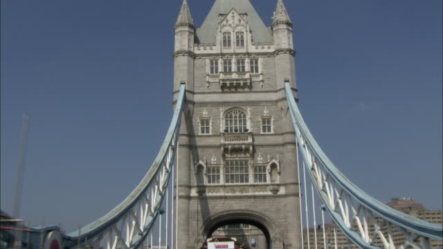 ws pov vehicles crossing tower bridge / city of london, london, england - tower bridge stock videos & royalty-free footage