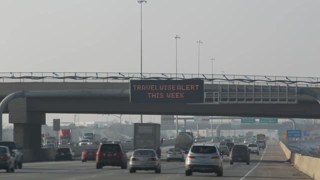 vídeos de stock e filmes b-roll de vehicles drive on i15 through smog from a winter temperature inversion in orem utah us on wednesday feb 10 2016 with warmer air above and cooler in... - orem