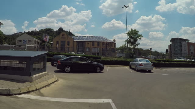 vidéos et rushes de vehicles in parking lot on sunny day against sky - johannesburg, south africa - accident domestique