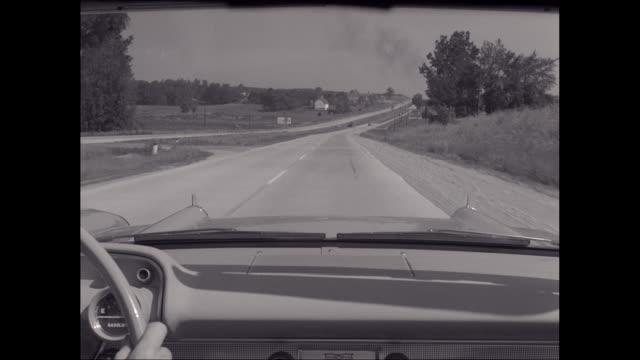 vidéos et rushes de ws pov vehicles moving on highway / united states - intérieur de véhicule