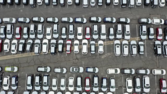 vídeos de stock e filmes b-roll de vehicles parked at automotive processing terminal operated by wwl vehicle services americas inc subsidiary of wallenius wilhelmsen logistics at port... - wilmington cidade de los angeles