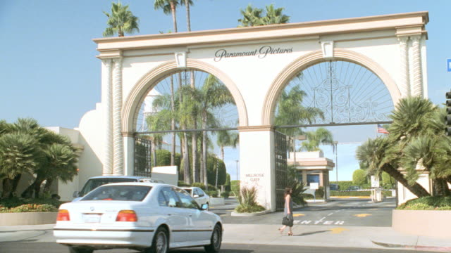 vehicles pass through the melrose gate at hollywood's paramount studios. - paramount studios stock videos & royalty-free footage