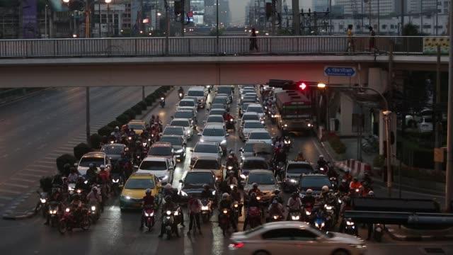 vehicles sit in lanes of traffic at night in bangkok, thailand, on thursday, feb. 15 photographer: brent lewin/bloomberg - ナイトイン点の映像素材/bロール
