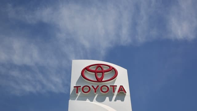 stockvideo's en b-roll-footage met vehicles sit on the lot at peoria toyota scion in peoria illinois us on wednesday june 29 2016 shots views of the parking lot as camera pans left and... - toyota motor