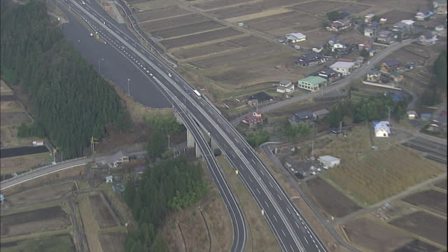 Vehicles travel along the Tokai-Hokuriku Expressway.