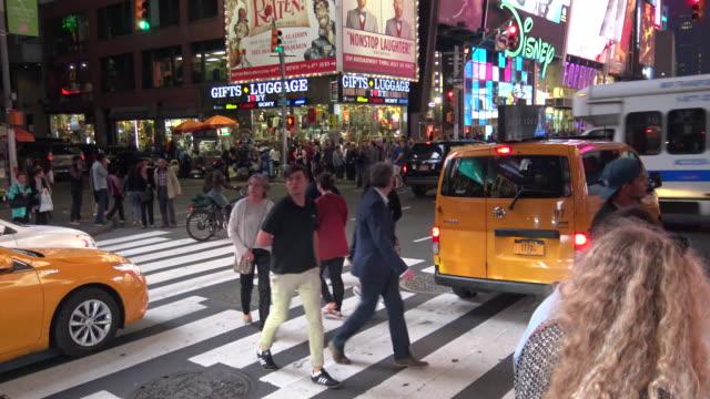 vídeos y material grabado en eventos de stock de vehicular traffic, times square, new york city - 7th avenue