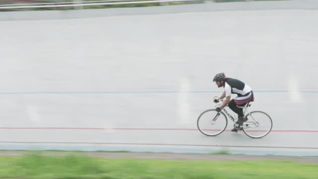 velodrome - ganzkörperansicht stock-videos und b-roll-filmmaterial