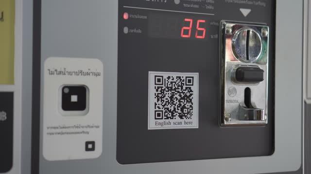 vidéos et rushes de distributeur automatique - insérer