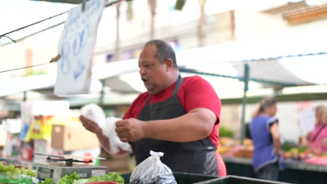 vendor at farmer's fruit market - market trader stock videos & royalty-free footage