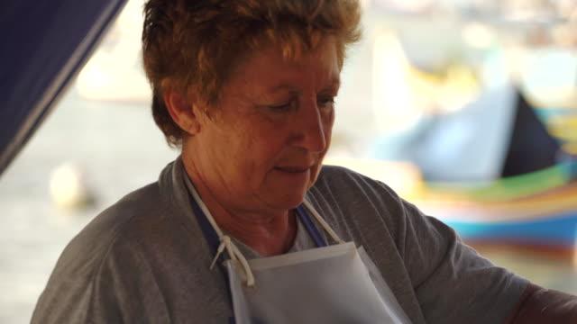 vendor at fish market in malta - pesce video stock e b–roll