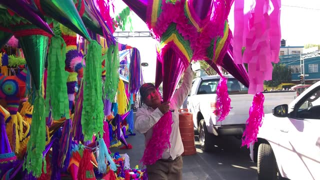 """vendor lifts a giant pinata on the """"jamaica"""" market on december 13, 2020 in mexico city, mexico. despite recent announcements by the mayor of mexican... - papier点の映像素材/bロール"""