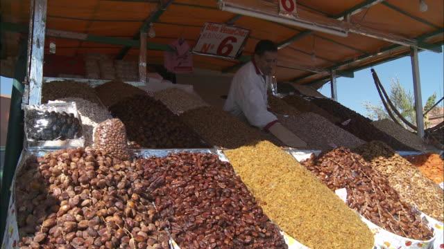 vídeos y material grabado en eventos de stock de a vendor pats down dried fruits with a mitt in a fruit market. - guante de béisbol