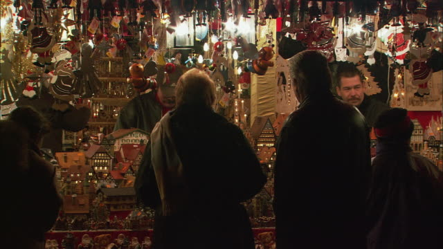 ms vendors and customers at christkindlesmarkt (christmas market) / nuremberg, bavaria, germany - nuremberg stock videos & royalty-free footage