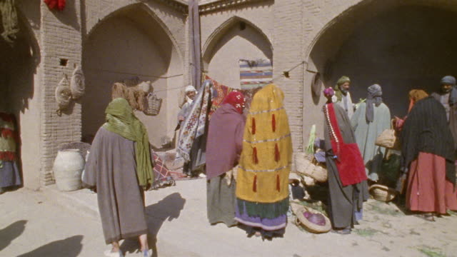 ws recreation vendors selling produce, rugs and pottery at middle eastern market / iran - markthändler stock-videos und b-roll-filmmaterial