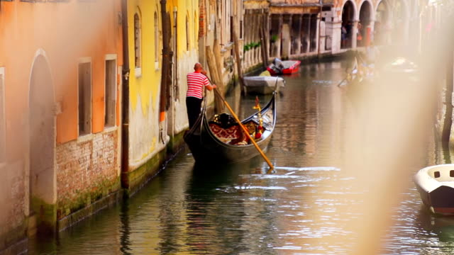 hd super slow-mo: venetian gondolier - venice italy stock videos and b-roll footage