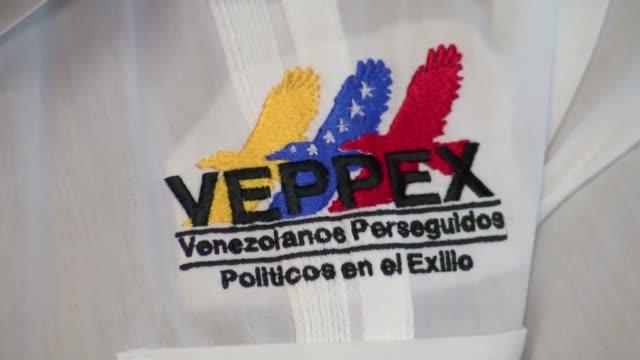 vídeos y material grabado en eventos de stock de venezolanos expatriados en miami por razones políticas esperan expectantes la aprobacion de una ley de amnistia que libere a los presos politicos y... - ee.uu