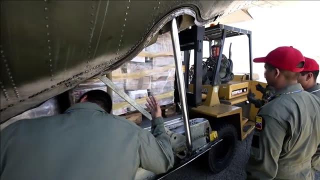 venezuela envio el martes un cargamento con comida y medicamentos a gaza - comida stock videos & royalty-free footage