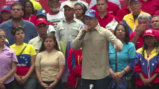 vídeos de stock, filmes e b-roll de venezuelan vice president tareck el aissami says at a rally in caracas on tuesday that he will bring a lawsuit against the secretary general of the... - lawsuit
