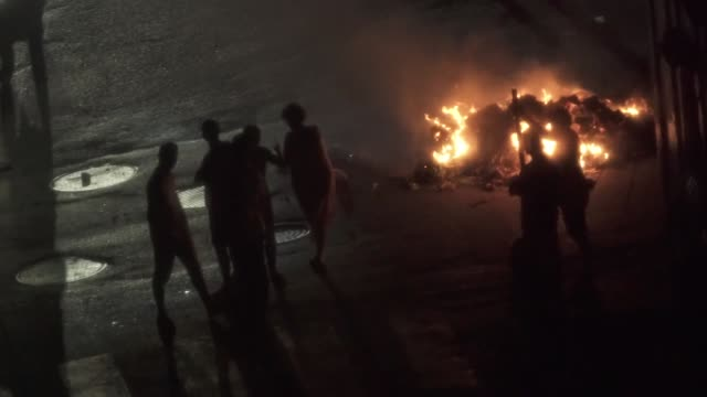 Venezuelans burn rubbish in street as a form of protest during blackout in Caracas