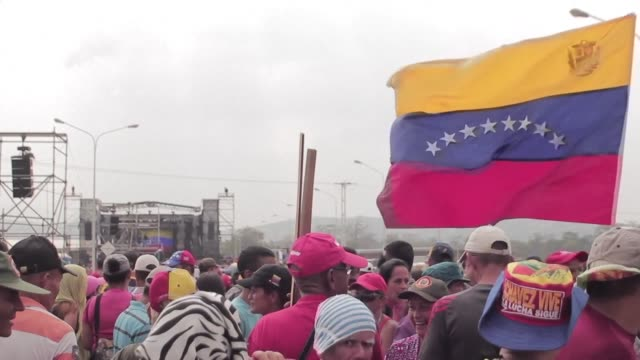 stockvideo's en b-roll-footage met venezuelans react to president nicolas maduro's pro regime concert on the venezuela colombia border saying that they want to show that they are a... - politics and government