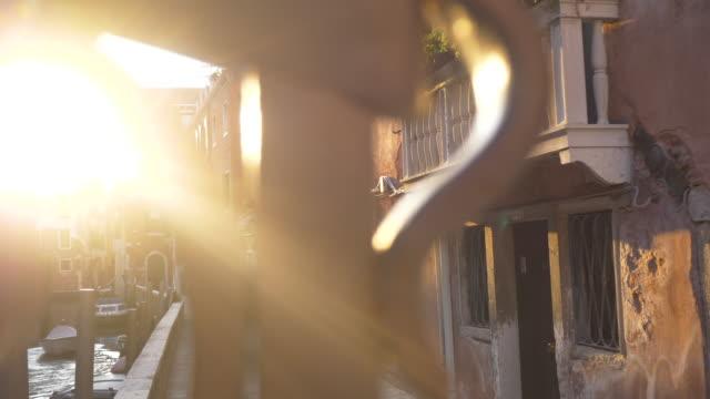 Venedig-Gasse mit schönen Licht bei Sonnenuntergang