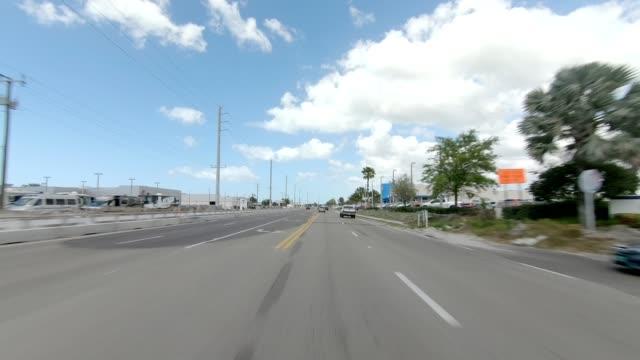 vídeos de stock, filmes e b-roll de veneza florida xx série sincronizada front view placa de processo de condução - passageiro