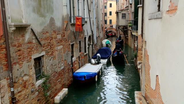 vídeos y material grabado en eventos de stock de venecia gran canal con góndolas, italia - puente de rialto