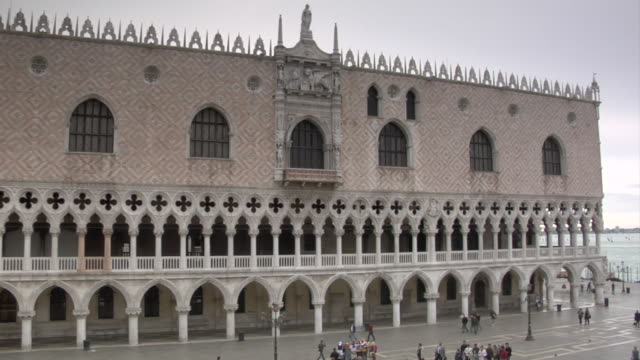 venice - st. mark's square - the doge's palace and basilica - basilica video stock e b–roll