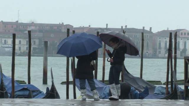 venice was preparing for an acqua alta overnight a phenomenon when the combination of high tides and heavy rain can lead to flooding clean heavy rain... - alta stock videos & royalty-free footage
