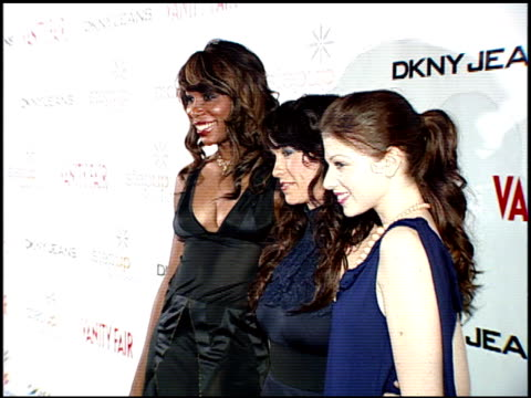 venus williams, alanis morissette, and michelle trachtenberg at the dkny jeans and vanity fair in concert: young hollywood turns out for alanis at... - alanis morissette stock videos & royalty-free footage