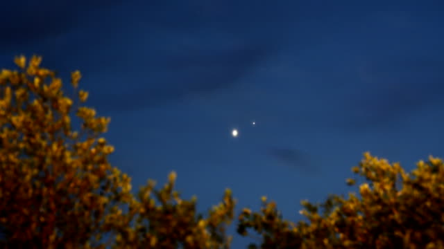 vídeos de stock e filmes b-roll de timelapse: vénus-jupiter conjunto - júpiter