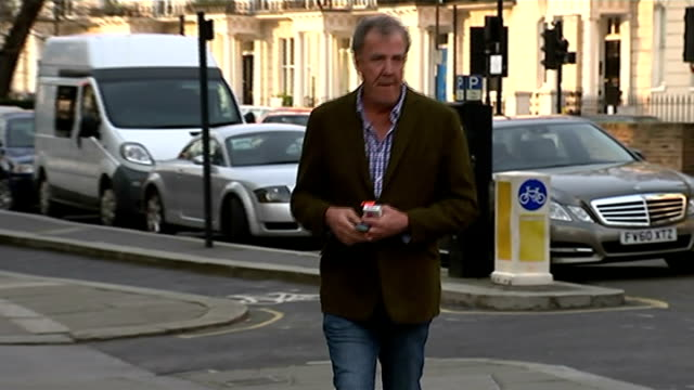 verdict on jeremy clarkson's future at the bbc is expected london ext jeremy clarkson crossing road and along - jeremy clarkson stock-videos und b-roll-filmmaterial