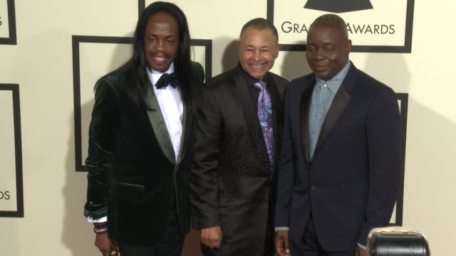 stockvideo's en b-roll-footage met verdine white philip bailey and ralph johnson at the 58th annual grammy awards® arrivals at staples center on february 15 2016 in los angeles... - 58e grammy awards