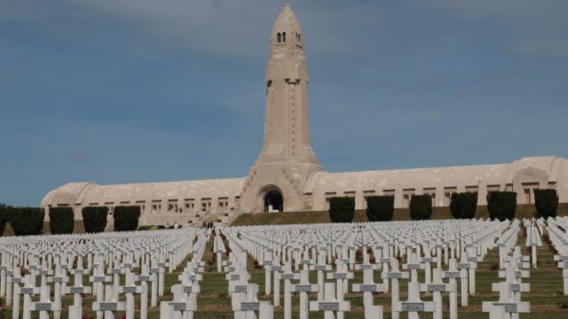 vidéos et rushes de verdun - the douaumont ossuary in france - cimetière