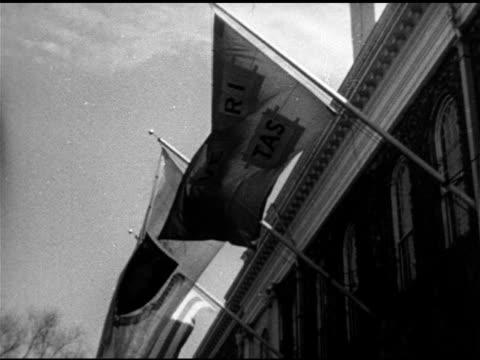 veritas flag on building ms statue of john harvard xws iconic charles river bridge w/ buildings dunster house tower bg iconic ivy league private... - チャールズ川点の映像素材/bロール