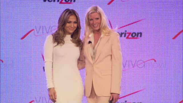 chyron verizon wireless press conference announcing viva movil by jennifer lopez las vegas nv united states 5/22/13 - 輪っかのイヤリング点の映像素材/bロール