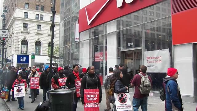 about 50 workers picketline outside the verizon store on 34th street in new york city 39000 striking verizon workers take to picket lines across the... - fackförbund bildbanksvideor och videomaterial från bakom kulisserna