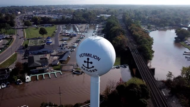 vermilion water tower - lago erie video stock e b–roll