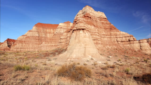 vermillion cliffs in the grand staircase-escalante national monument - grand staircase escalante national monument stock-videos und b-roll-filmmaterial