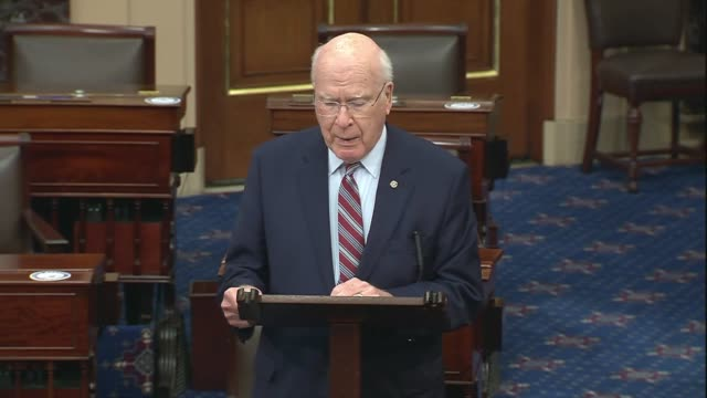 vermont senate pat leahy says in senate floor remarks that calls for election against the coronavirus 70 to 75 days after relief package spread,... - リーハイ点の映像素材/bロール