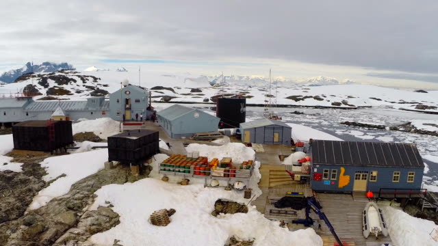 vernadsky research base in antarctica - antarktis stock-videos und b-roll-filmmaterial