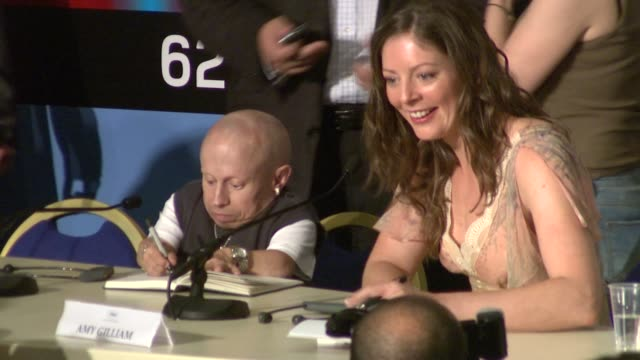 verne troyer amy gilliam at the cannes film festival 2009 the imaginarium of dr parnassus press conference at cannes - verne troyer stock videos & royalty-free footage