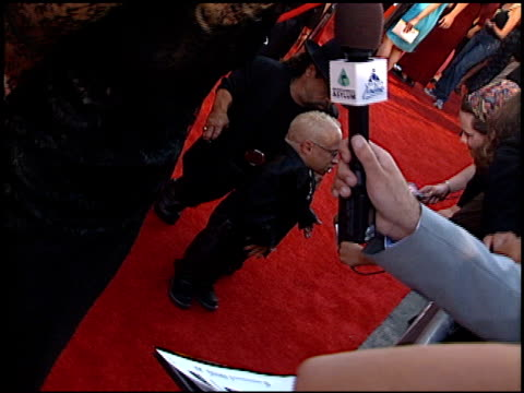 verne troyer at the 2000 mtv movie awards at sony studios in culver city california on june 3 2000 - verne troyer stock videos & royalty-free footage