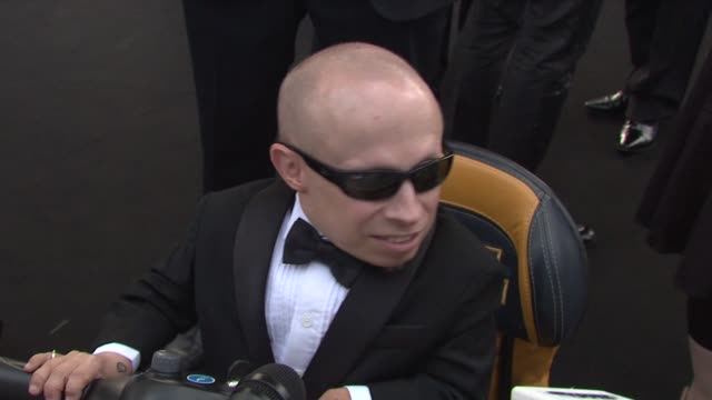 verne troyer at the cannes film festival 2009: amfar red carpet at antibes . - verne troyer stock videos & royalty-free footage