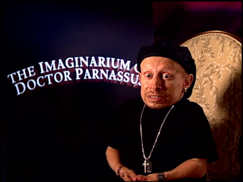 verne troyer on his role in the film. at the 'the imaginarium of doctor parnassus' junket at beverly hills ca. - verne troyer stock videos & royalty-free footage