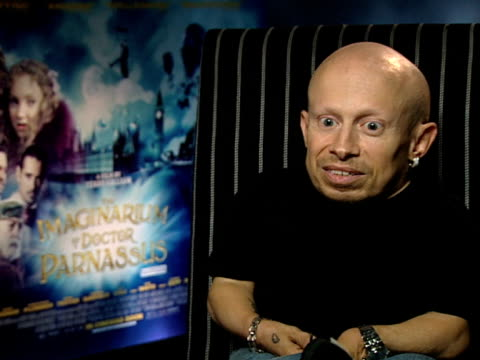 verne troyer on the film turning out better than he could ever have imagined at the the imaginarium of doctor parnassus interviews at london england - verne troyer stock videos & royalty-free footage