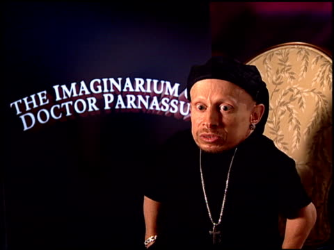 verne troyer on what the audience should expect with this film at the 'the imaginarium of doctor parnassus' junket at beverly hills ca - verne troyer stock videos & royalty-free footage
